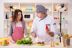 La comida que cocina a la show televisivo en el estudio Fotografía de archivo