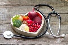 La comida sana en corazón y el colesterol adietan concepto Fotografía de archivo libre de regalías
