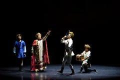 La commande du roi du ` en soie de princesse de ` de drame de danse folklorique Photo libre de droits