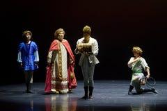 La commande du roi du ` en soie de princesse de ` de drame de danse folklorique Photographie stock libre de droits