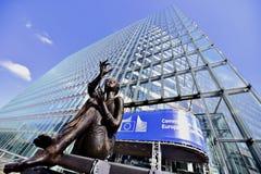 La Commission européenne siège des statues Image stock