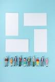 La communauté de personnes, concept d'unité sur le fond bleu avec l'espace de copie pour le texte d'annonce Images stock
