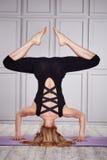 La comodità casuale di usura di donna copre per forma fisica di esercizio della palestra Fotografie Stock Libere da Diritti