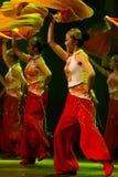 Bailarines chinos. Compañía del arte de Zhuhai Han Sheng. Foto de archivo libre de regalías