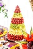 La composición de la fruta de la fresa, del kiwi y de la piña Fotografía de archivo libre de regalías