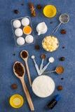 La composición de la hornada eggs las herramientas de la cocina de las especias de la mantequilla de la leche de la harina Imagen de archivo