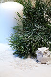 La composición del Año Nuevo con el búho y el pino nevado ramifican Fotografía de archivo