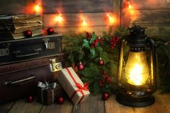La composición del Año Nuevo de ramas de árboles de navidad adornó los wi Imagenes de archivo