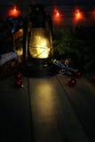 La composición del Año Nuevo de ramas de árboles de navidad adornó los wi Foto de archivo
