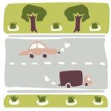 La composición del coche, del camino, de los árboles y de los macizos de flores Foto de archivo libre de regalías