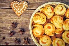La composition de la pâtisserie fraîchement cuite au four Photographie stock libre de droits