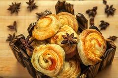 La composition de la pâtisserie fraîchement cuite au four Images stock