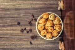 La composition de la pâtisserie fraîchement cuite au four Images libres de droits