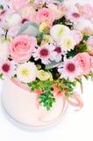 La composition des fleurs sur le dessus images stock