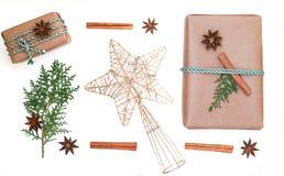 La composition des vacances de Noël Cadeaux et étoile de Noël photographie stock libre de droits