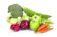 La composizione con le verdure ed i frutti iisolated su bianco Immagini Stock Libere da Diritti