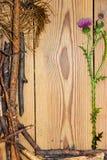 La composizione nella decorazione sui bordi di legno del fondo allineati ha fatto la o Immagini Stock Libere da Diritti