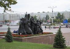 La composizione scultorea che consiste dei soldati, le loro mogli a Fotografia Stock