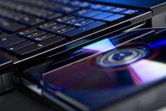 La computadora portátil con el accionamiento de disco abierto Fotografía de archivo