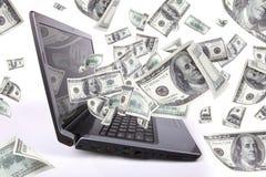 El ordenador portátil con 100 dólares, gana el dinero Foto de archivo libre de regalías