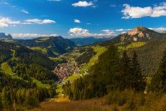 La comuna Selva Di Val Gardena, Italia Foto de archivo libre de regalías