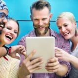 La comunicación de la discusión de los amigos de la diversidad comienza para arriba concepto foto de archivo libre de regalías