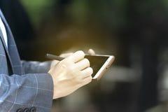 La comunicazione avanzata rende le transazioni facili con i sistemi della rete sociale immagine stock libera da diritti