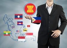 La comunità economica di ASEAN in mano dell'uomo d'affari immagine stock libera da diritti