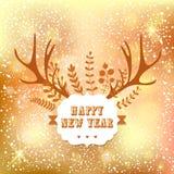 La conception de lettrage de nouvelle année avec le klaxon de feuille et de cerfs communs sur le bokeh allume le fond Carte de va Photographie stock