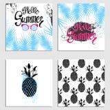 La conception prête des cartes postales avec des ananas, des bateaux, des palmettes et des éléments géométriques Illustration de  Photographie stock