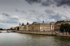 La Conciergerie, en gamla Royal Palace och fängelse i Paris Royaltyfri Bild