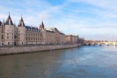 La Conciergerie i Paris, Frankrike. Royaltyfria Foton