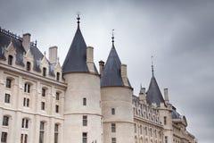 La Conciergerie i Paris, Frankrike Arkivbild