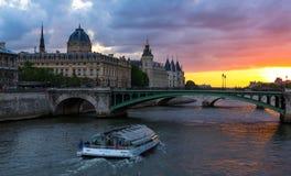 La Conciergerie, Paris, Frankrike Royaltyfri Foto