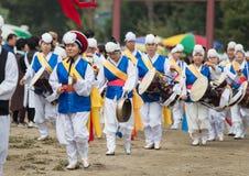 La conclusione degli agricoltori tradizionali della Corea mostra, gli agricoltori che il ballo ha accaduto per celebrare il racco Fotografia Stock Libera da Diritti