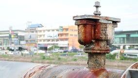 La conduite d'eau a été coulée banque de vidéos