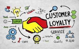 La confianza del cuidado de la ayuda de servicio de la lealtad del cliente equipa concepto imagenes de archivo