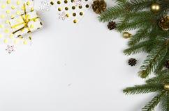 La configuration d'appartement de maquette de Noël a dénommé la scène avec l'arbre et les décorations de Noël Copiez l'espace Photographie stock