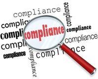 La conformità esprime i regolamenti delle regole della lente d'ingrandimento Immagine Stock Libera da Diritti