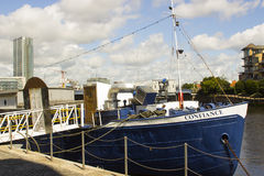 La conformità olandese di sistemi MV della chiatta che ora è un museo di galleggiamento a Belfast, Irlanda del Nord fotografia stock