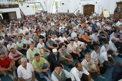 La congregación musulmán en la mezquita Imagenes de archivo