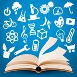 La connaissance apprenant le fond de livre Photos libres de droits