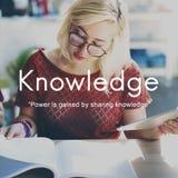 La connaissance apprennent le concept de graphique de personnes d'éducation images stock