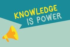 La conoscenza di scrittura del testo della scrittura è potere Abilità di significato di concetto acquistate con esperienza e istr illustrazione vettoriale
