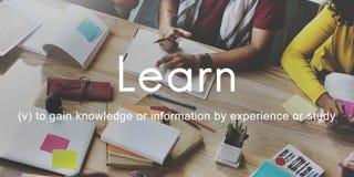 La conoscenza impara il concetto del grafico della gente di istruzione Fotografia Stock