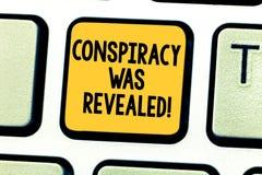La conspiración del texto de la escritura de la palabra fue revelada El concepto del negocio para la actividad de planeado secret fotografía de archivo