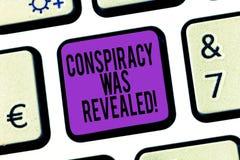 La conspiración del texto de la escritura de la palabra fue revelada El concepto del negocio para la actividad de planeado secret foto de archivo