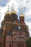 La construcción de una nueva iglesia ortodoxa, acabando trabaja Imagen de archivo