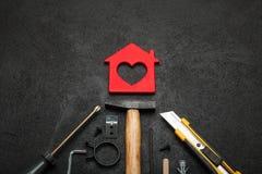 La construcción de viviendas del ladrillo, aspiraciones equilibra concepto fotos de archivo