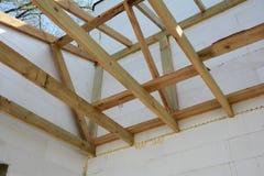La construction de la maison thermo La construction de la maison thermo Bâtiment à pans de bois en bois Construction en bois de t photos libres de droits